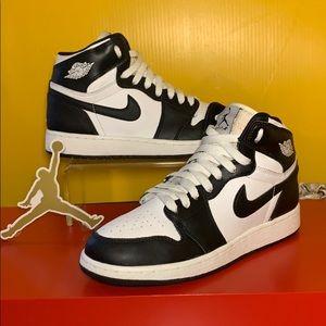2008 OG Nike Air Jordan Retro 1 Sneakers Size 5.5Y